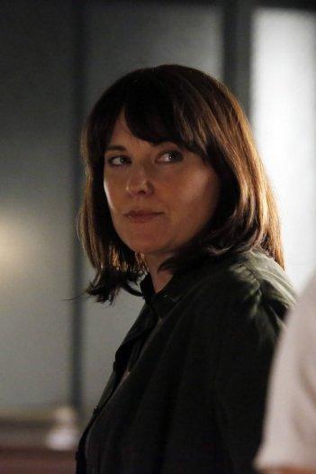 Agents of S.H.I.E.L.D.: Lucy Lawless è l'agente Isabelle Hartley nell'episodio Shadows
