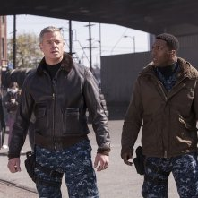 The Last Ship: Eric Dane e Charles Parnell nell'episodio No Place Like Home