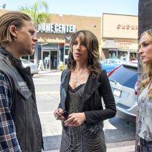 Sons of Anarchy: Charlie Hunnam, Drea de Matteo e Katey Sagal nella premiere della stagione 7
