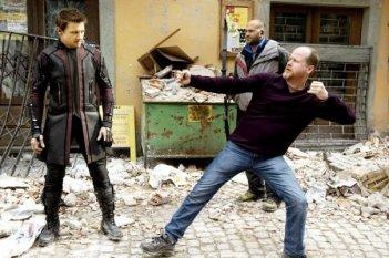 Avengers: Age of Ultron: Joss Whedon e Jeremy Renner sul set del film