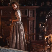 Outlander: un'immagine di Lotte Verbeek nell'episodio The Way Out