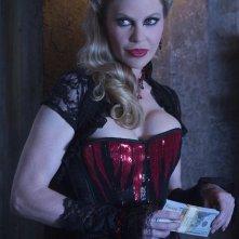 True Blood: un'immagine di Kristin Bauer nel finale di serie, Thank You