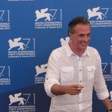 Venezia 2014: Fabrizio Ferracane posa al photocall di Anime nere