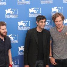 Venezia 2014: Andrew Garfield e Michael Shannon con il regista Ramin Bahrani al photocall di 99 Homes