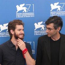 Venezia 2014: Andrew Garfield con il regista Ramin Bahrani al photocall di 99 Homes