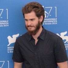 Venezia 2014: un barbuto Andrew Garfield al photocall di 99 Homes