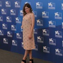 Venezia 2014: Kathryn Hahn posa al photocall di She's Funny That Way