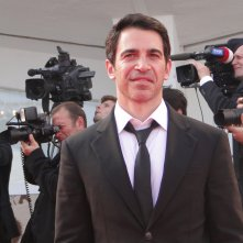 Venezia 2014: Chris Messina sfila sul tappeto rosso per Manglehorn