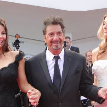 Al Pacino in bella compagnia sul tappeto rosso di Venezia 2014 per Manglehorn