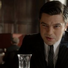 Fleming - Essere James Bond: Dominic Cooper in una scena