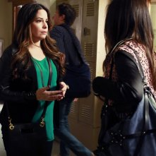 Pretty Little Liars: Holly Marie Combs nell'episodio March of Crimes