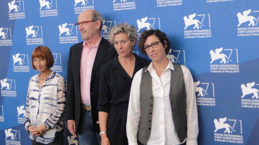 Olive Kitteridge: Frances McDormand posa con la regista Lisa Cholodenko, la sceneggiatrice Jane Anderson e Richard Jenkins al photocall di Venezia 2014