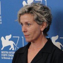 Olive Kitteridge: Frances McDormand posa al photocall di Venezia 2014