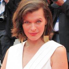 Mostra del Cinema di Venezia 2014 - la Jovovich sul tappeto rosso di Cymbeline