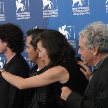 Milla Jovovich, Anton Yelchin, John Leguizamo e Michael Almereyda scherzano al photocall di Cymbeline a Venezia 2014