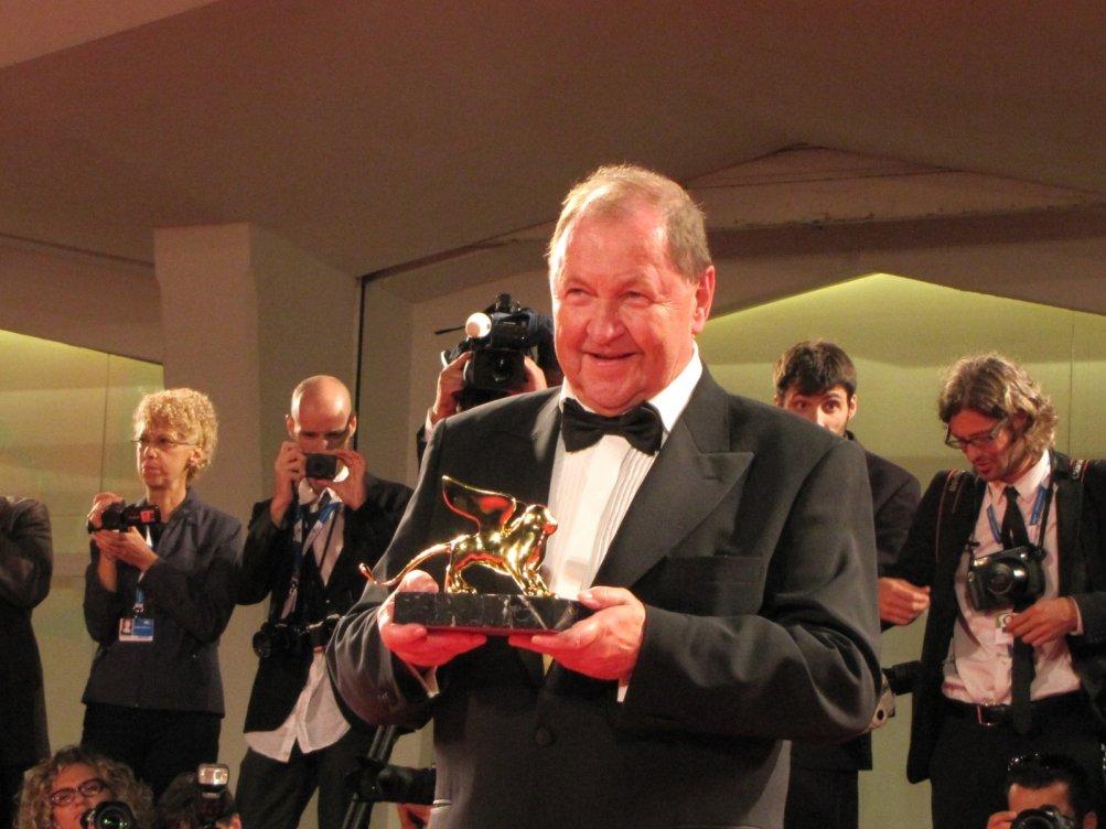 Venezia 2014, Roy Anderson con il Leone d'Oro vinto per Un piccione seduto su un ramo riflette sull'esistenza