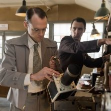 Manhattan: Christopher Denham con Harry Lloyd nell'episodio Acceptable Limits