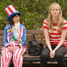 Garfunkel and Oates: Kate Micucci e Riki Lindhome nell'episodio Maturity