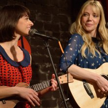 Garfunkel and Oates: Kate Micucci e Riki Lindhome nell'episodio The Fadeaway