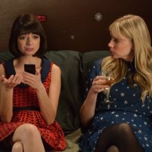 Garfunkel and Oates: Riki Lindhome con Kate Micucci nell'episodio The Fadeaway