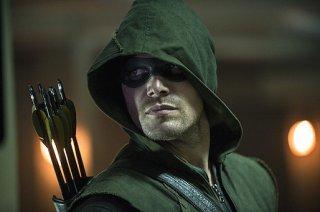 Arrow: Stephen Amell nella premiere della stagione 3, The Calm