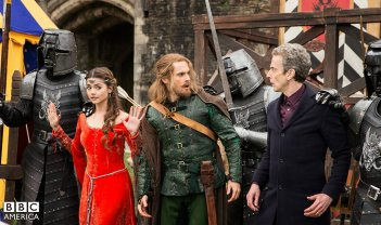 Doctor Who: Peter Capaldi e Jenna Coleman nell'episodio Robot of Sherwood