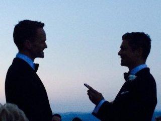 Neil Patrick Harris con David Burtka nel giorno del loro matrimonio a Perugia