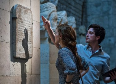 Necropolis - La città dei morti: Ben Feldman e Perdita Weeks in una scena