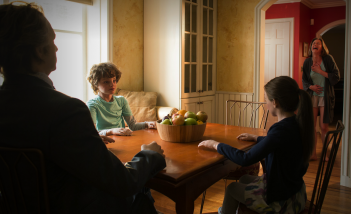 The Leftovers: una sequenza dell'episodio The Prodigal Son Returns