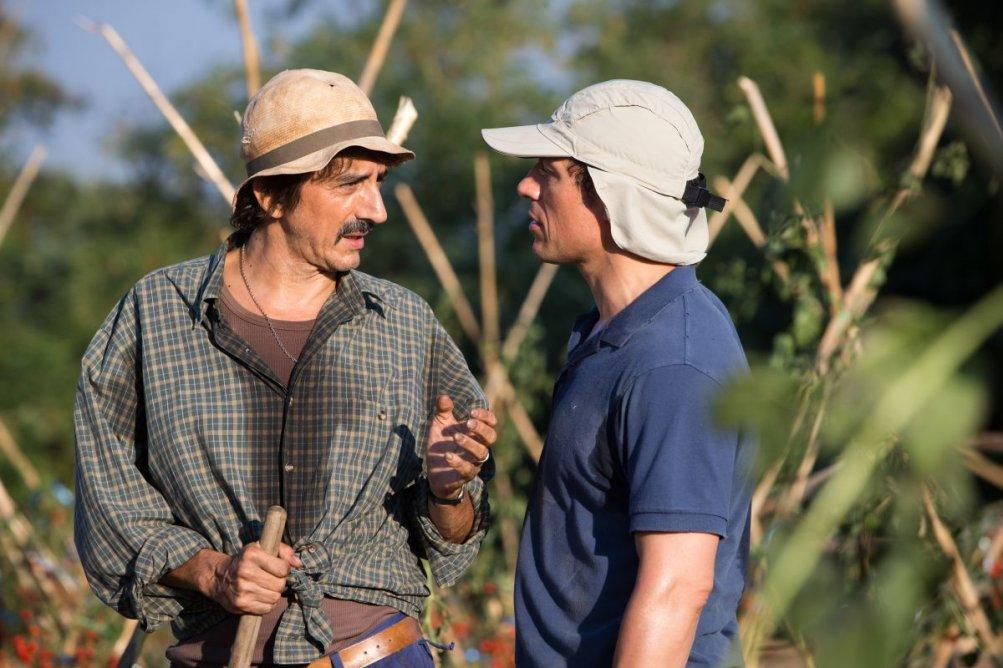 Sergio Rubini con Stefano Accorsi in una scena de La nostra terra