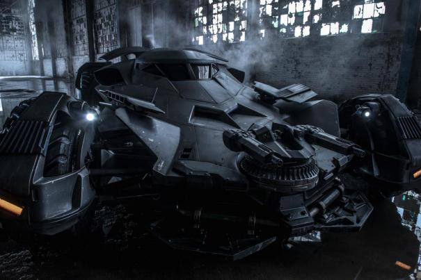 Batman v Superman: Dawn of Justice - La prima immagine ufficiale della Batmobile