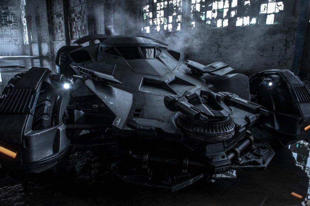 Batman v Superman: Dawn of Justice, la prima foto ufficiale della Batmobile
