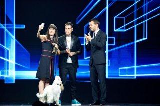 Alessandro Cattelan con Fedez e Victoria Cabello durante la presentazione dei palinsesti Sky 2014