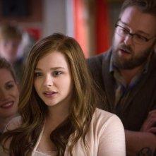 Resta anche domani: Chloe Moretz con Mireille Enos e Joshua Leonard in una scena