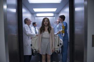 Resta anche domani: Chloe Moretz in una scena