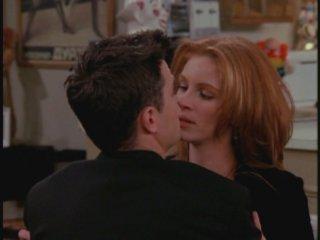 Friends: Julia Roberts e Matthew Perry nell'episodio Il grande Marcel