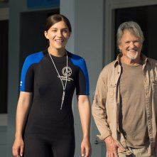 L'incredibile storia di Winter il delfino 2: Kris Kristofferson con Juliana Harkavy in una scena