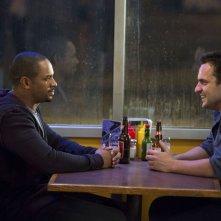Bastardi in divisa: Jake M. Johnson con Damon Wayans Jr. in una scena del film