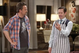 Odd Couple: Matthew Perry, Thomas Lennon in una scena