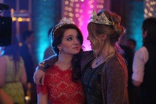 Faking It: Katie Stevens e Rita Volk nella serie targata MTV