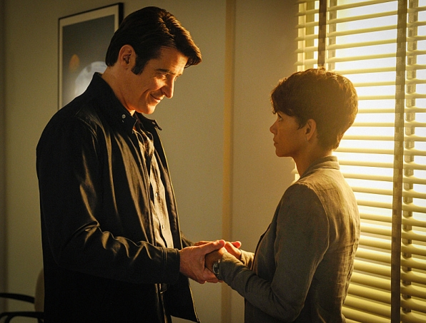 Extant: Halle Berry e Goran Visnjic nell'episodio A New World