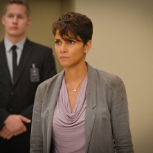 Extant: una scena dell'episodio A New World con Halle Berry