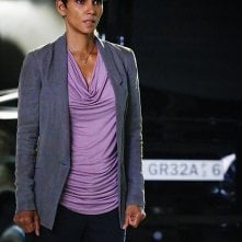 Extant: Halle Berry in un momento dell'episodio A New World