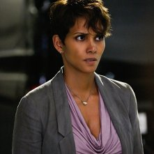 Extant: Halle Berry in una scfena dell'episodio A New World