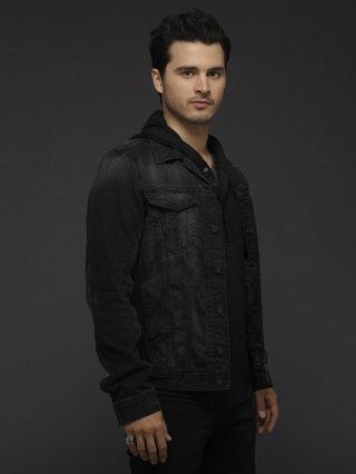 The Vampire Diaries: Micahel Malarkey in un'immagine promozionale della sesta stagione