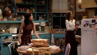 Friends: Jennifer Aniston e Courteney Cox nell'episodio Massaggi e lasagne