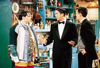 Friends: Matt LeBlanc, David Schwimmer e Matthew Perry nell'episodio Minuti contati