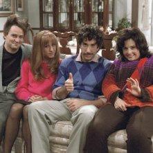 Friends: Matthew Perry, Jennifer Aniston, Courteney Cox e David Schwimmer nell'episodio Ricordi di un giorno di festa