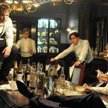 Posh: Sam Claflin con Douglas Booth in una scena del film