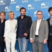 La vita oscena: Renato De Maria con Isabella Ferrari insieme ai produttori del film a Venezia 2014